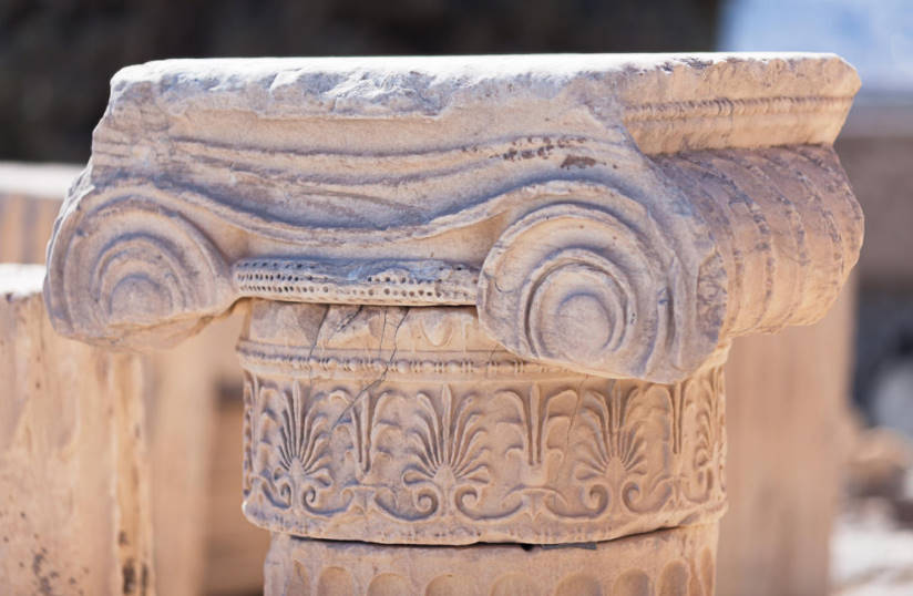 Natural Stone in Design: Sculpture, Furniture, art Objects for Decoration of the Site