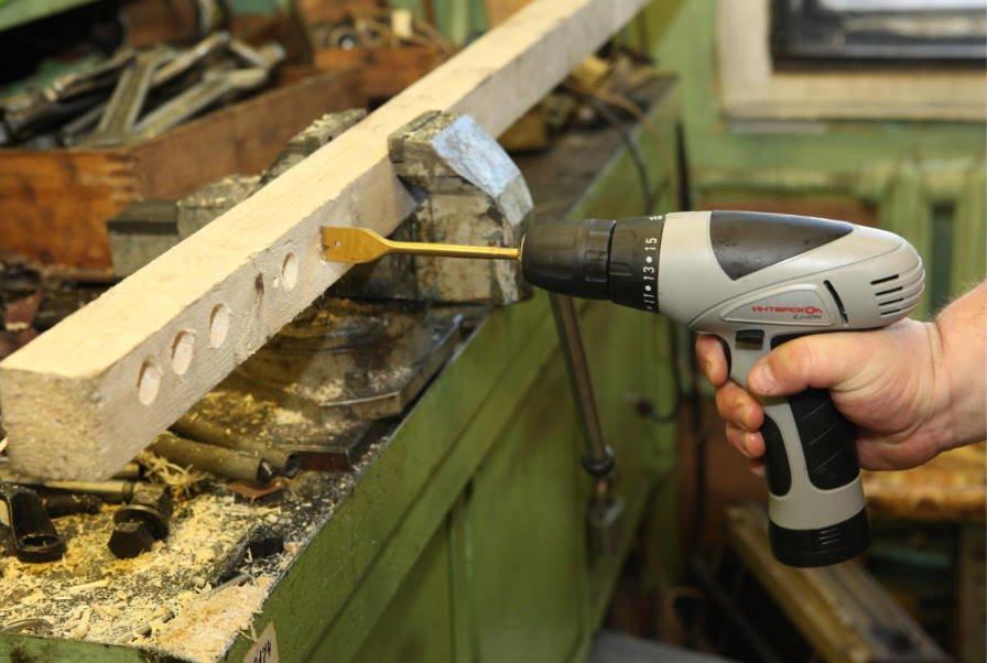 Screw Gun — a Mandatory Attribute of a Country Workshop