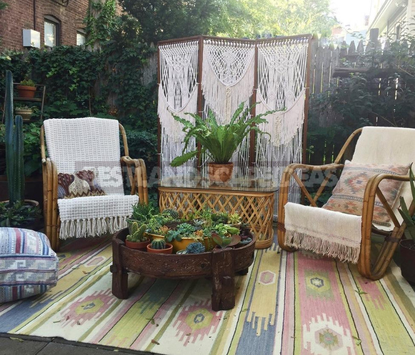 Unusual Country Furniture Made of Fabric: How to Make a Screen