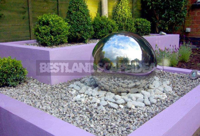If You Can Not Hide, You Need to Emphasize. How to Decorate the Cover of the Septic Tank.