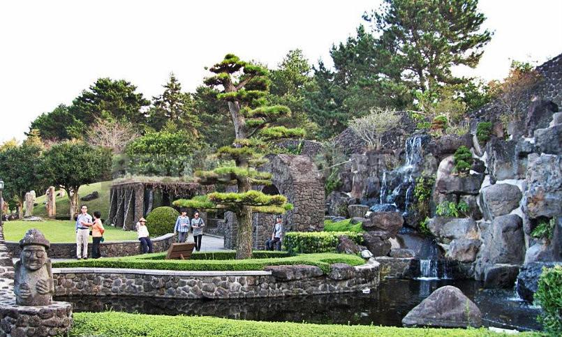 """Bonsai Park """"Spirited Garden"""" in South Korea"""