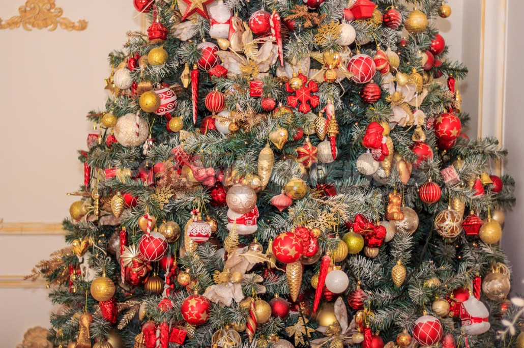 The Most Fashionable Outfits For Your Christmas Tree