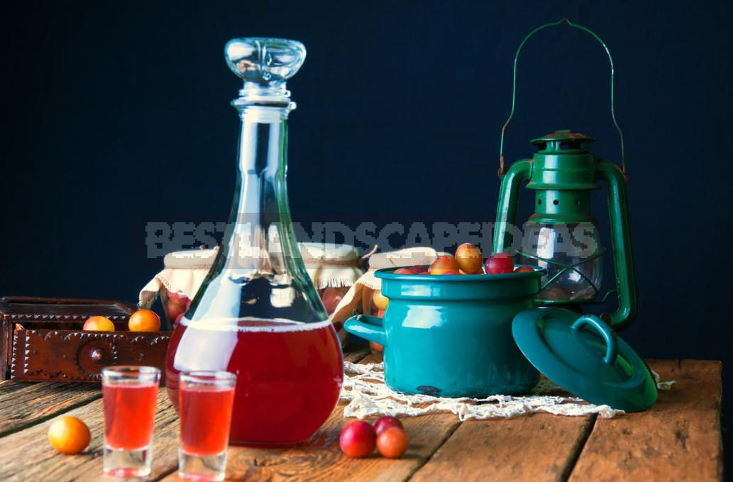 Delicious Liqueur From Old Jam: Do Not Throw Away The Accumulated Supplies