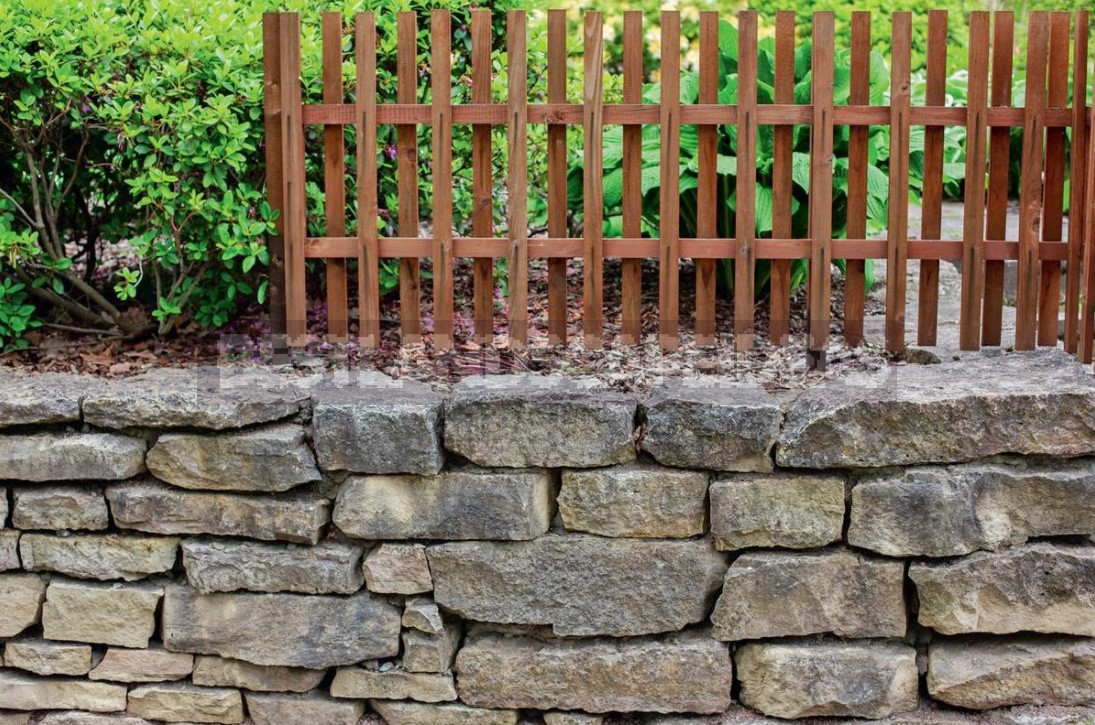 Spectacular Fences For Cottages Made Of Different Materials: Photos, Ideas