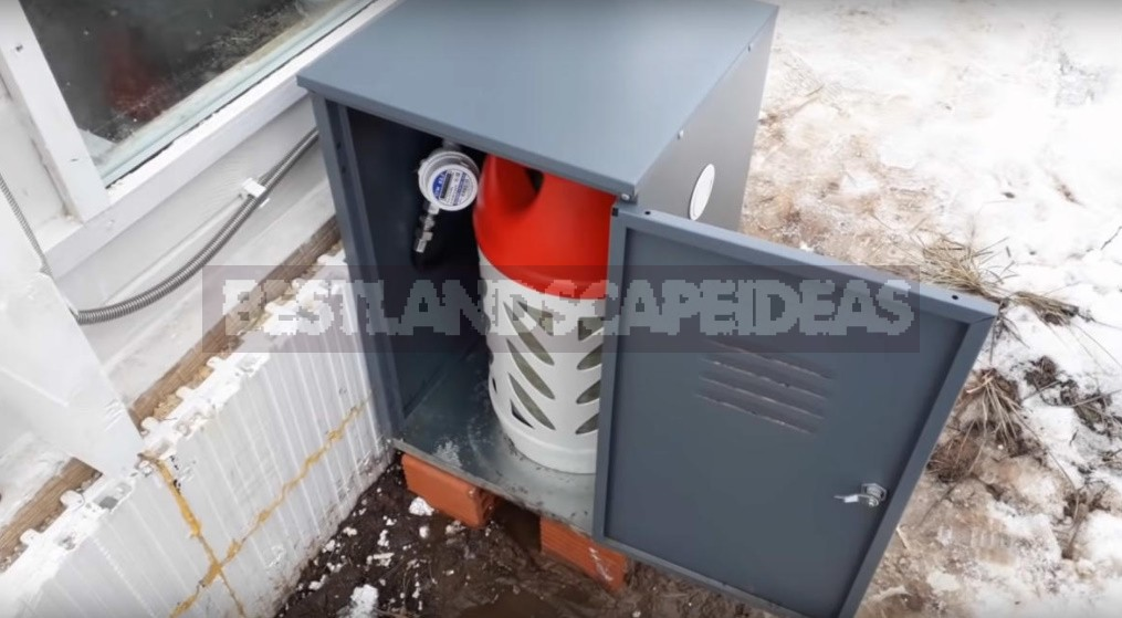 How To Build An Autonomous Winter Greenhouse. Installation Of Ventilation And Heating