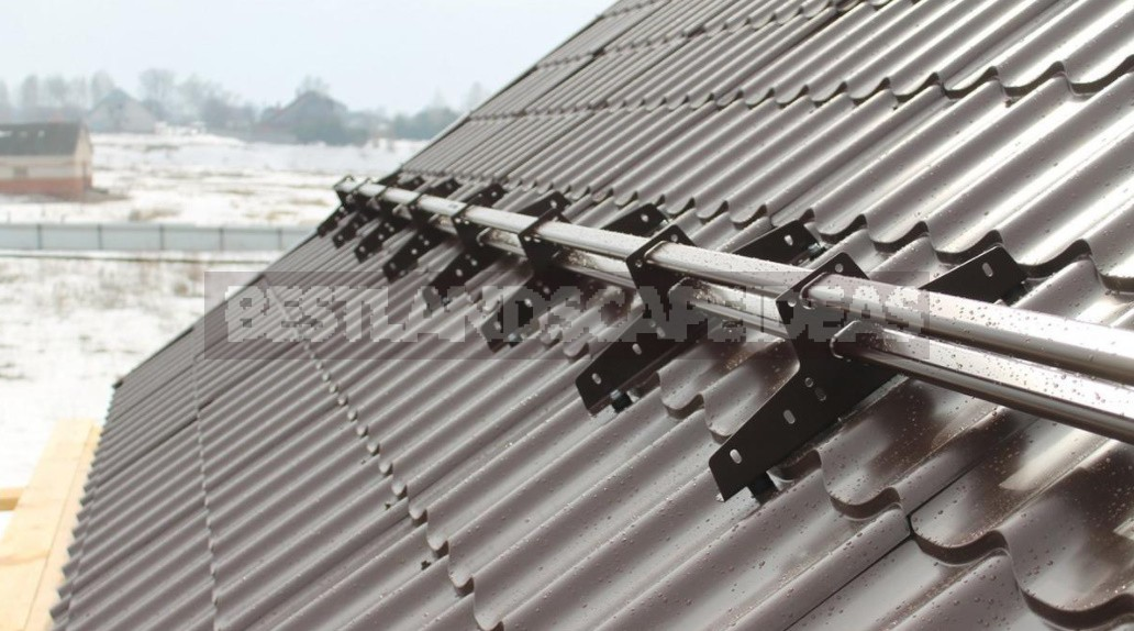 How To Choose And Install Snow Holders On The Roof