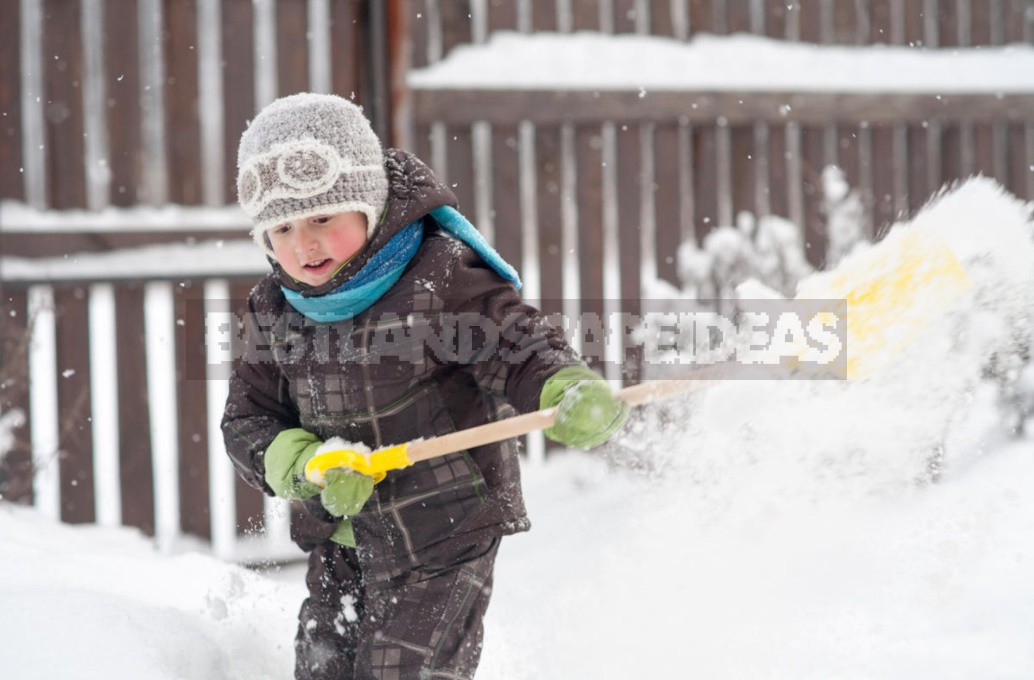 A Few Simple Ways To Clear The Area Of Snow