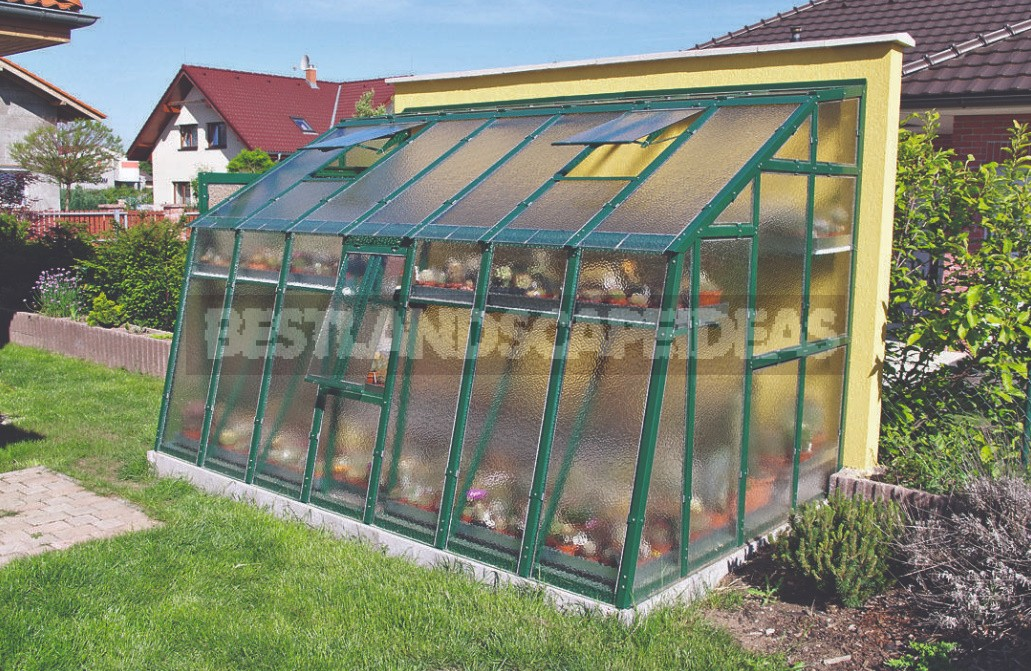 How To Choose The Perfect Greenhouse For a Summer Cottage